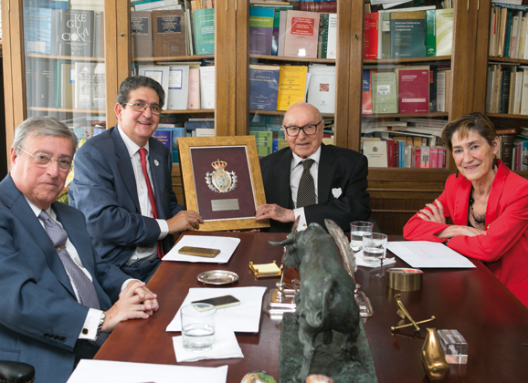 Medalla de Honor del ICAS a Don Manuel Clavero