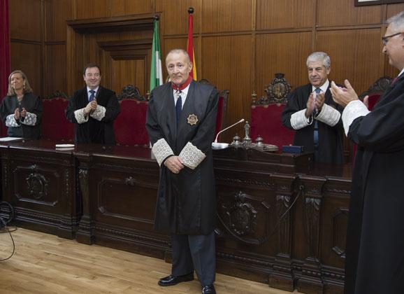 Federico Alarcón recibe la Cruz de San Raimundo