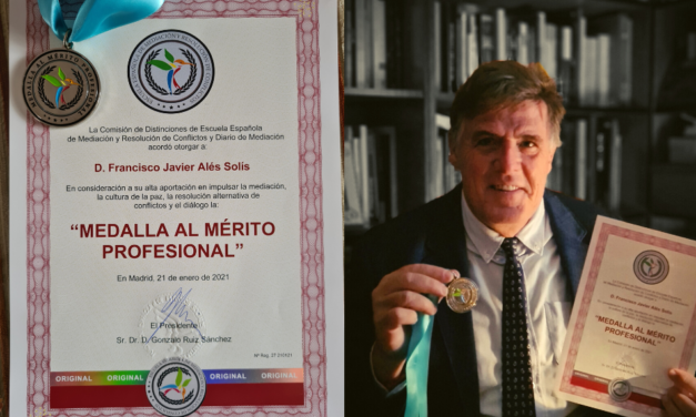 Medalla al Mérito Profesional a Javier Alés Sioli